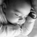 赤ちゃんが吐く原因と対処法!病気の可能性があるので注意?